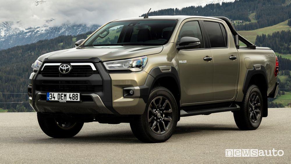 Vista di profilo Toyota Hilux Invincibile