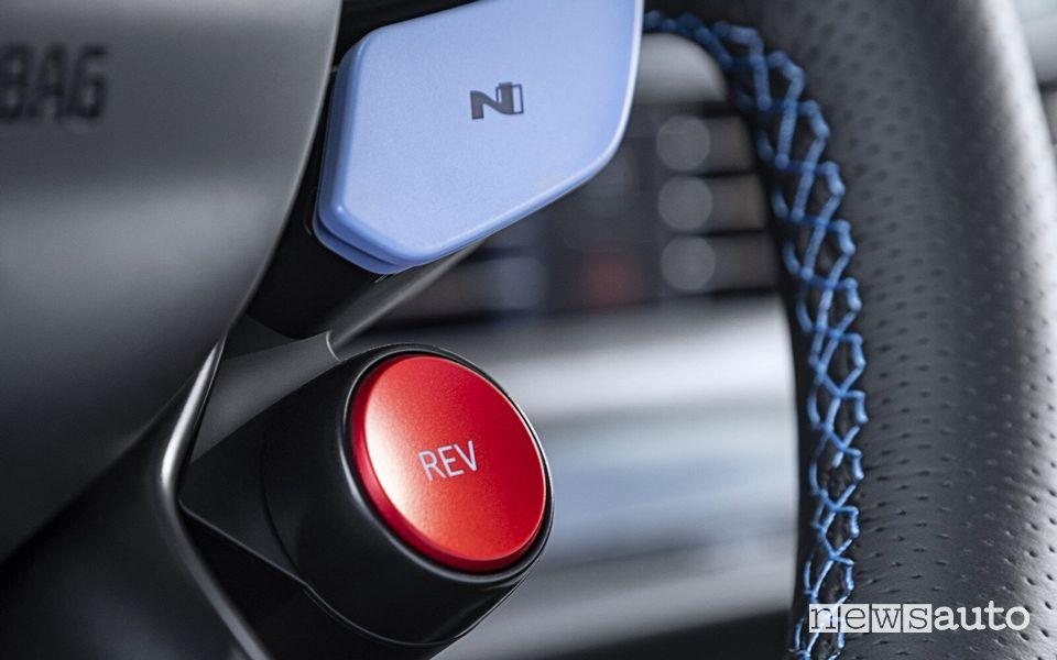 Tasto Rev Matching sul volante della Hyundai i20 N
