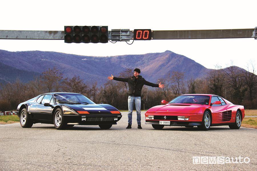 Davide Cironi fra la Ferrari 512 BB ed una Testarossa