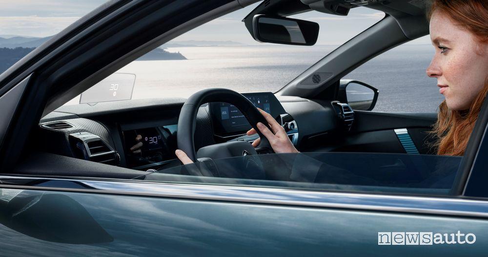 Auto per neopatentati elettrica, c'è la DS 3 Crossback E-Tense e Citroën ë-C4