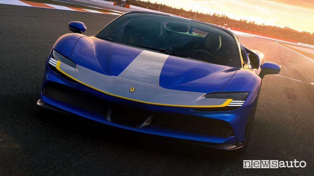 Vista anteriore Ferrari SF90 Spider Assetto Fiorano