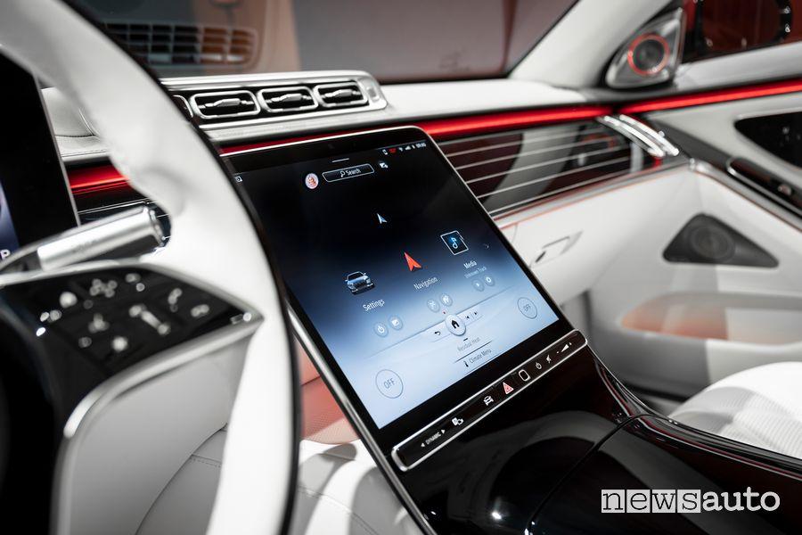 Schermo infotainment MBUX abitacolo Mercedes-Maybach Classe S