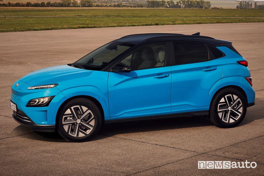 Cerchi in lega, fiancata laterale nuova Hyundai Kona Electric