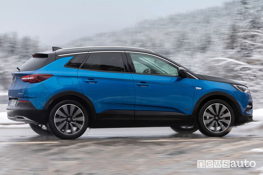 Opel Grandland X allestimenti Design Line ed Elegance