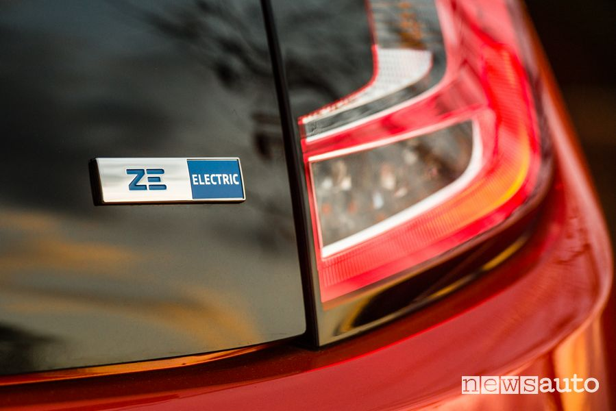 Badge ZE Electric Renault Twingo elettrica serie speciale Vibes
