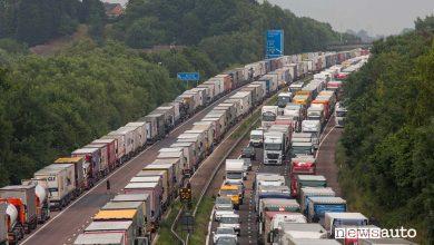 Photo of Camionisti bloccati sulla Manica, lunghe file per i tamponi