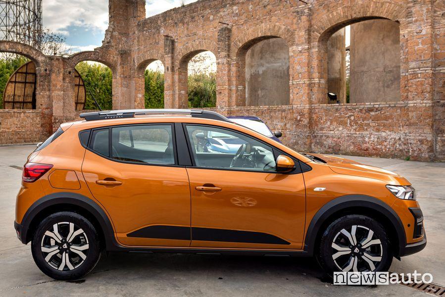 Vista laterale nuova Dacia Sandero Steptway