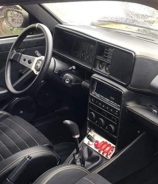 L'abitacolo racing della Lancia Delta Integrale rubata a Roma