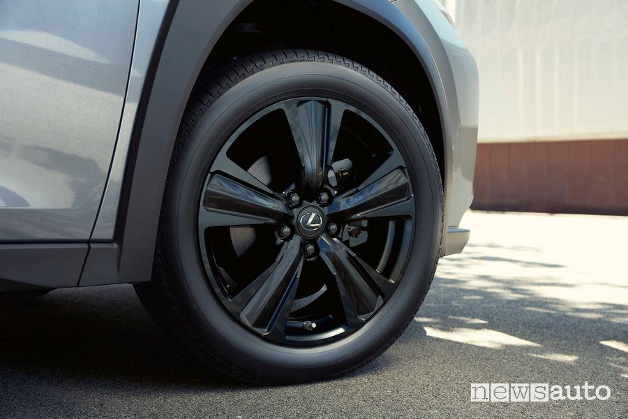 Cerchi in lega Lexus UX Hybrid F-Sport