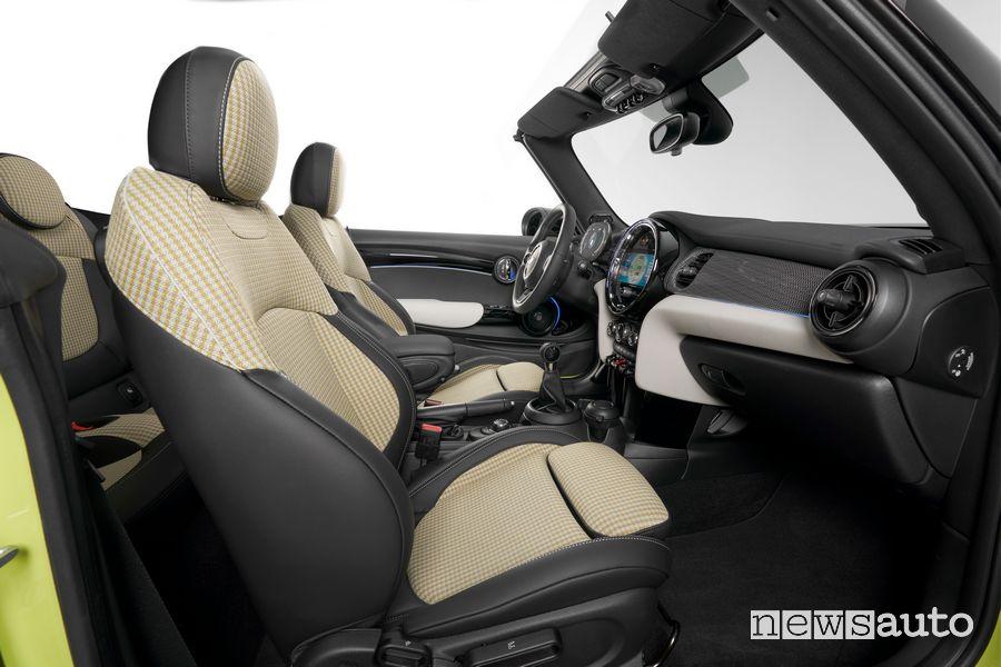 Sedili anteriori abitacolo nuova Mini Cabrio 2021