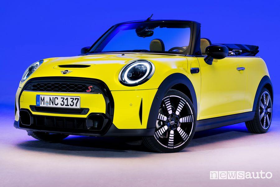 Vista di profilo nuova Mini Cabrio 2021