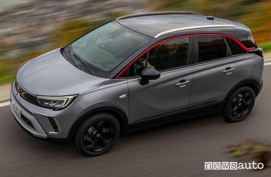 Carrozzeria bicolore tetto nero nuova Opel Crossland