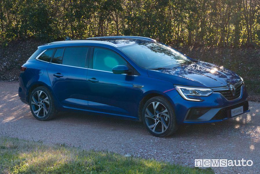 Vista di profilo Renault Megane E-Tech plug-in