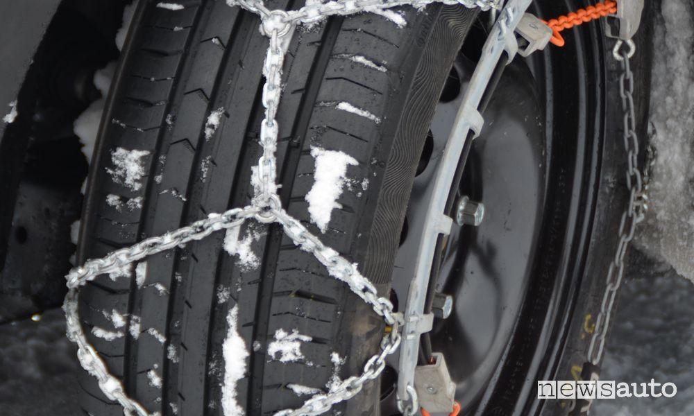 Catene da neve su pneumatici Continental ContiPremiumContact 5 estivi.