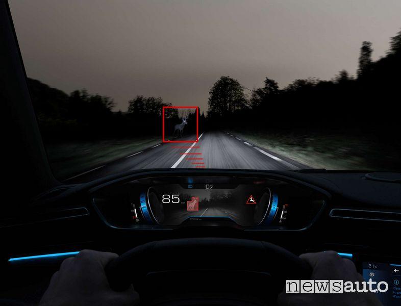 Il Night Vision rileva ostacoli fino a 200 metri e li proietta sul Peugeot i-Cockpit