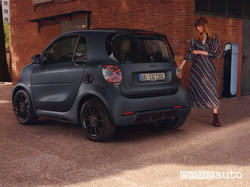smart EQ fortwo edition bluedawn in ricarica