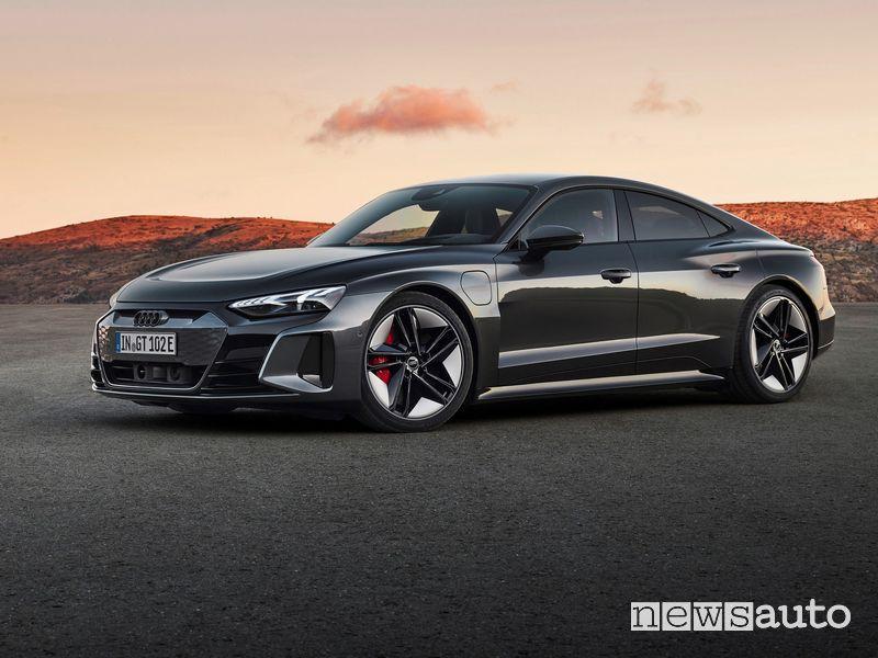 Vista di profilo Audi RS e-tron GT quattro
