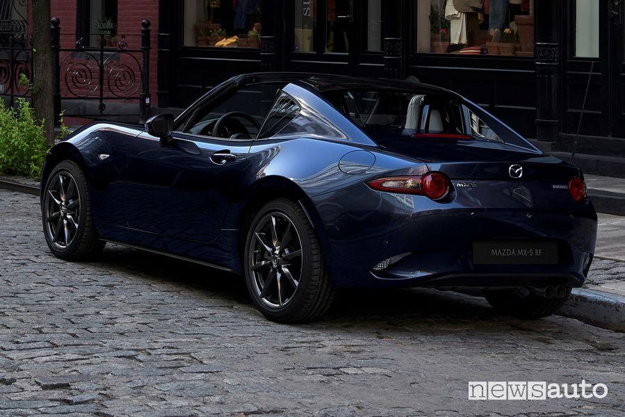 Vista posteriore Mazda MX-5 RF 2021