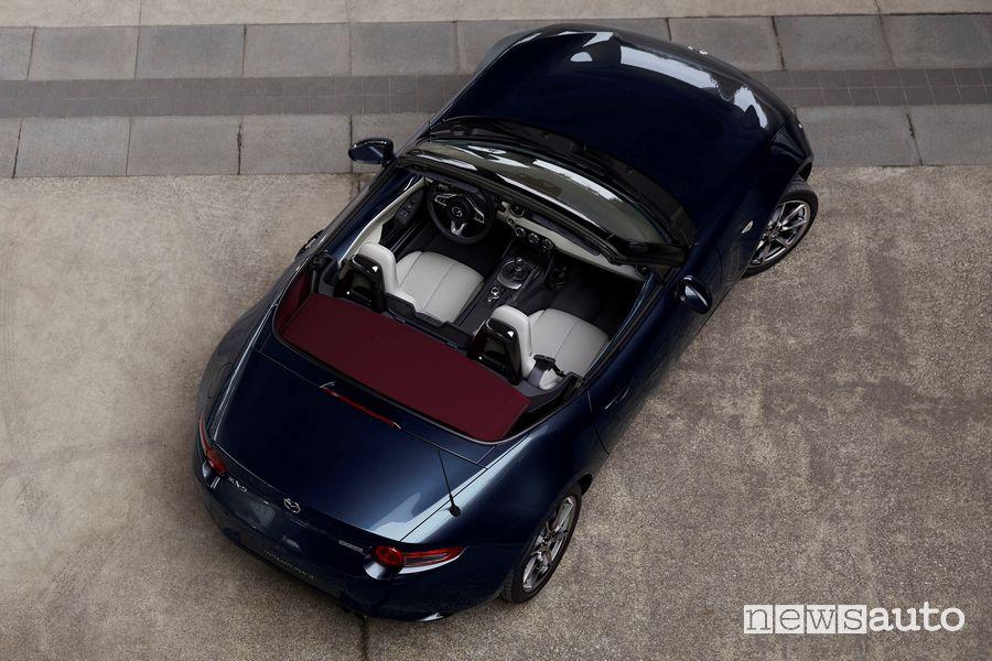 Vista dall'alto abitacolo Mazda MX-5 RF 2021