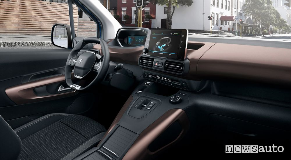 Plancia strumenti i-Cockpit abitacolo Peugeot e-Rifter elettrico