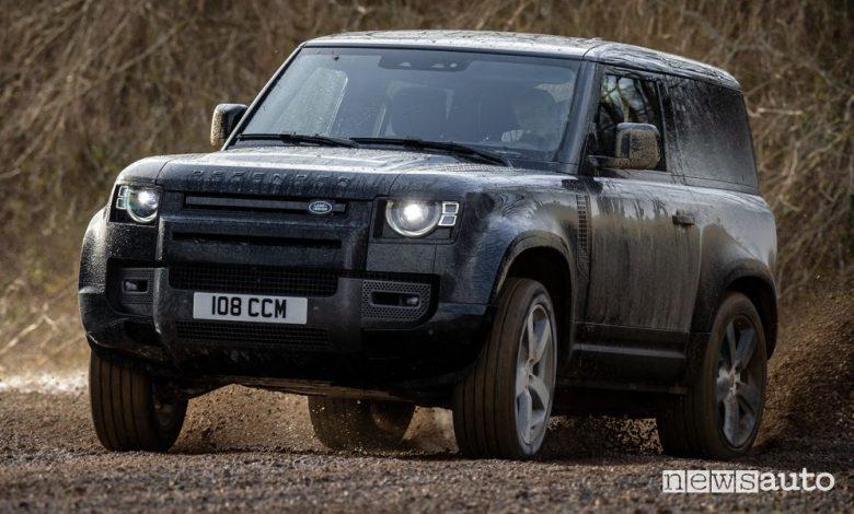 Nuova Land Rover Defender V8, caratteristiche e prezzo
