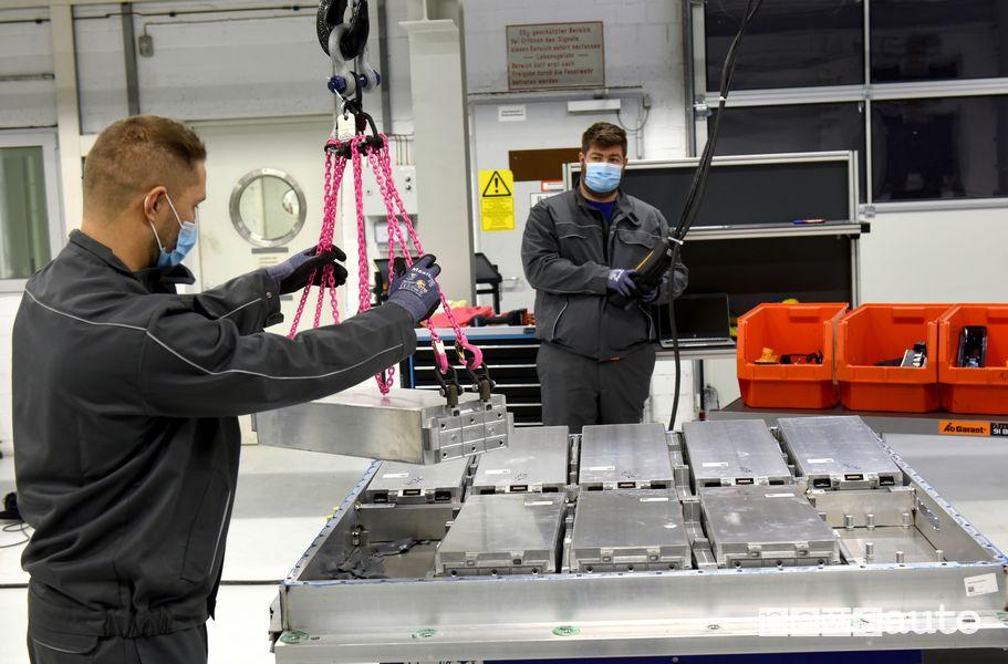 Disassemblaggio batterie auto elettriche Volkswagen