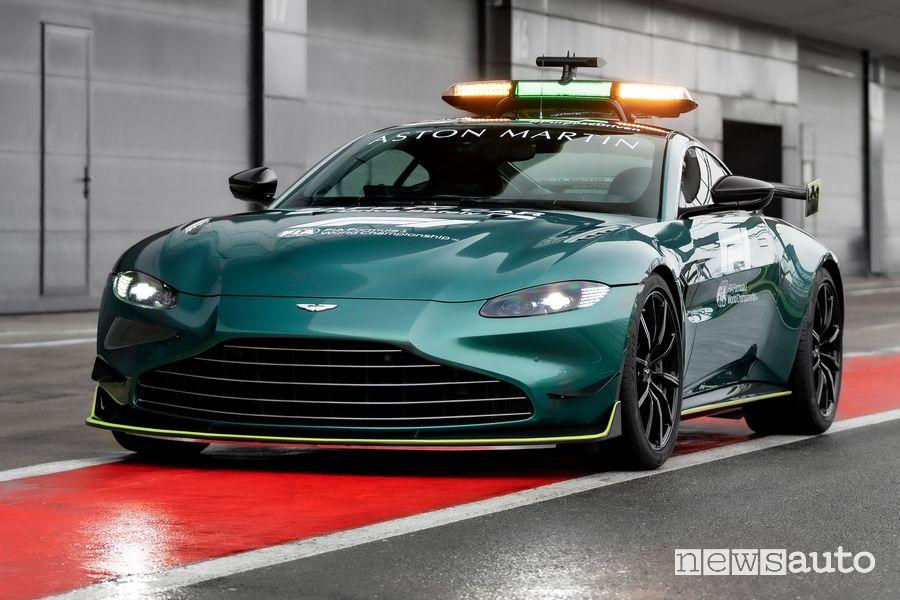 Vista di profilo Aston Martin Vantage safety car F1