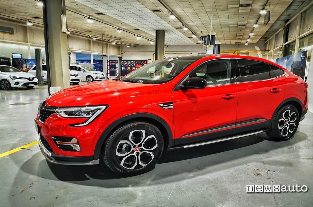 Fiancata Renault Arkana Intens