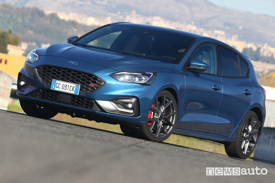 Vista di profilo Ford Focus ST