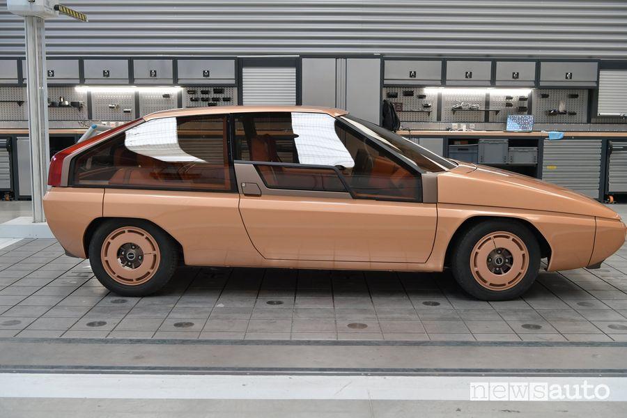Vista laterale Mazda MX-81 concept