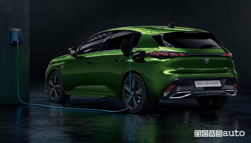 Nuova Peugeot 308 ibrida plug-in PHEV in ricarica