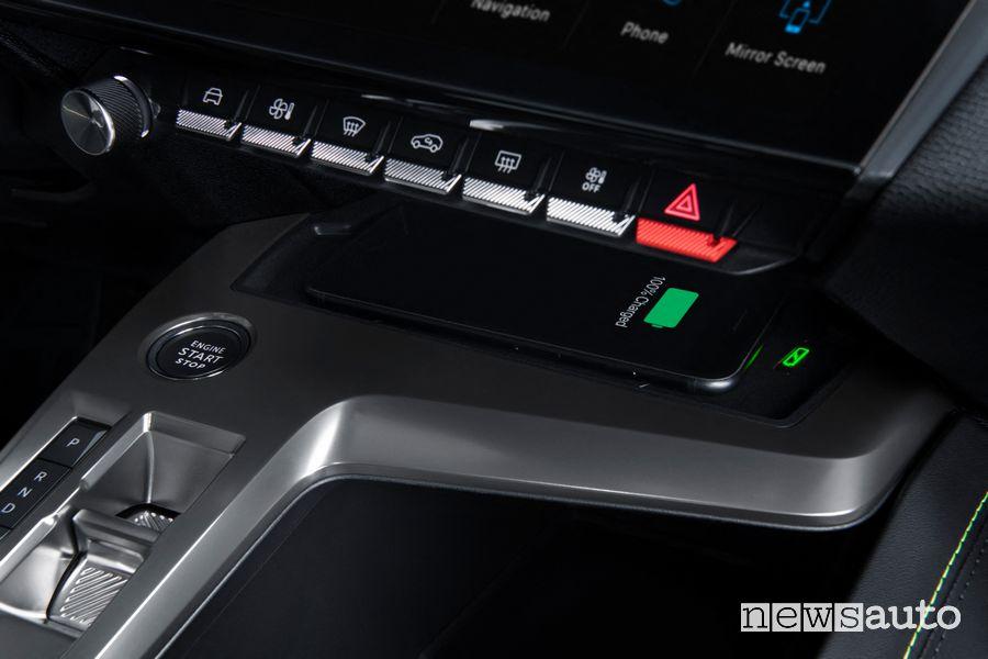 Ricarica wireless smartphone abitacolo nuova Peugeot 308 ibrida plug-in PHEV