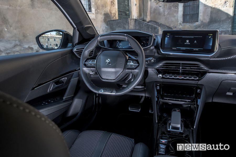 Plancia strumenti i-Cockpit abitacolo Peugeot e-208 elettrica