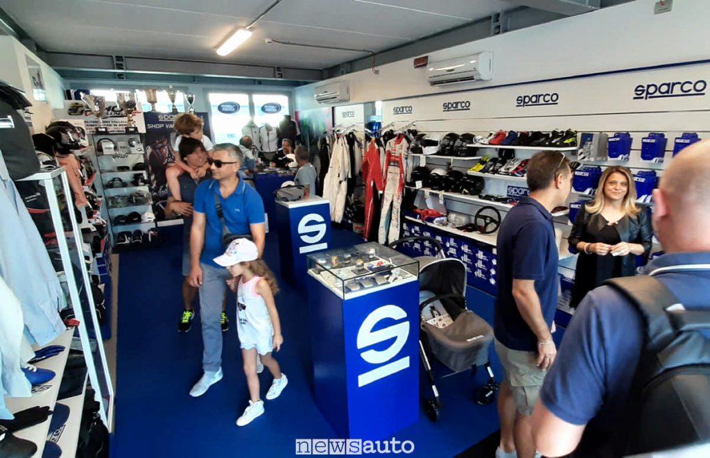 Shop Sparco situato all'interno  dell'autodromo di Vallelunga