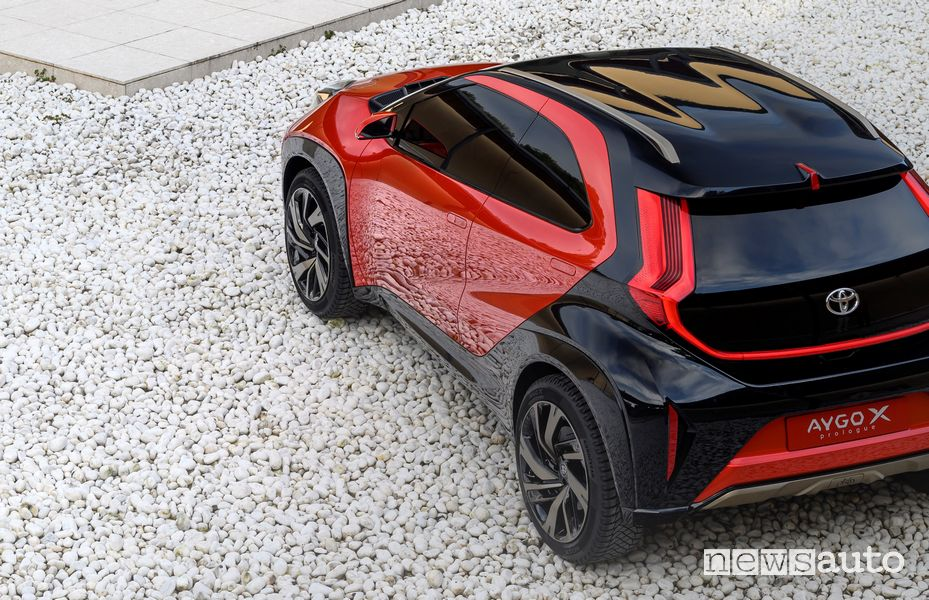 Vista posteriore Toyota Aygo X prologue concept