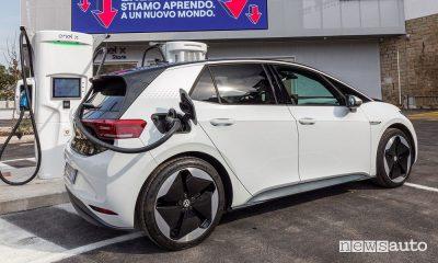 Costo ricarica pubblica auto elettrica, prezzi aggiornati Enel X, Duferco, Nextcharge, EvWay