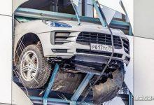 Photo of Incidente, Porsche Macan sfonda il muro del parcheggio al quarto piano