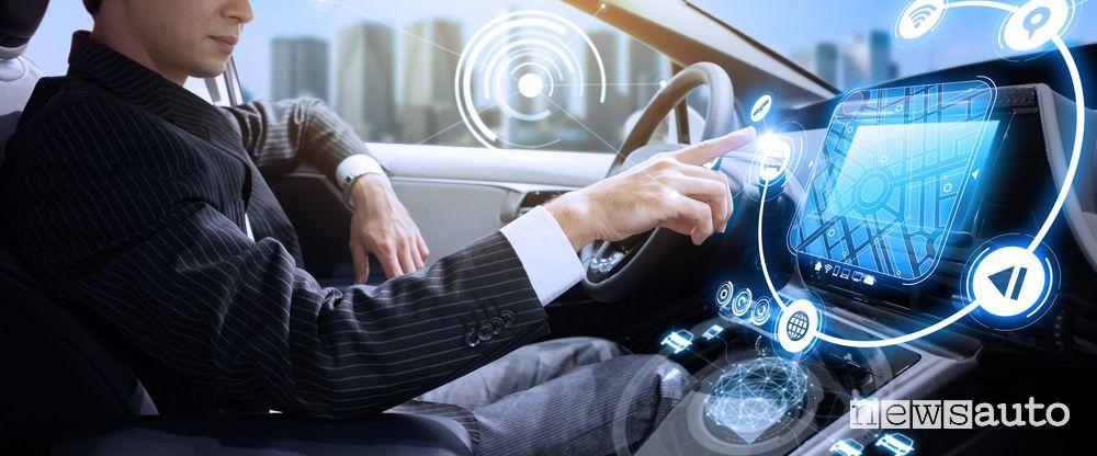 Che rischi si corrono con l'auto sempre più connessa?