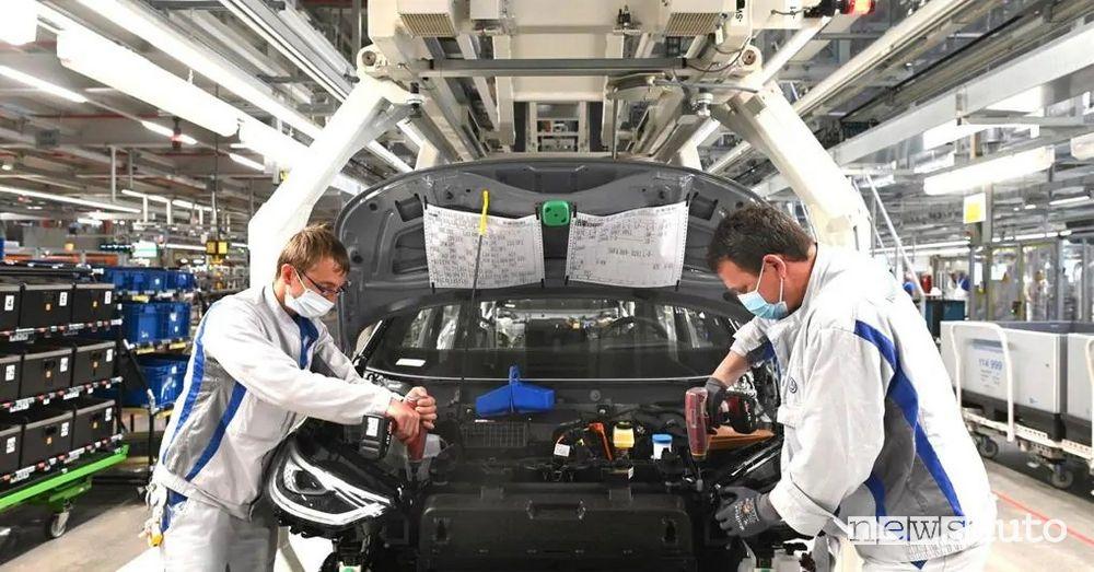 La fabbrica della Volkswagen a Wolfsburg è la più grande che produce auto