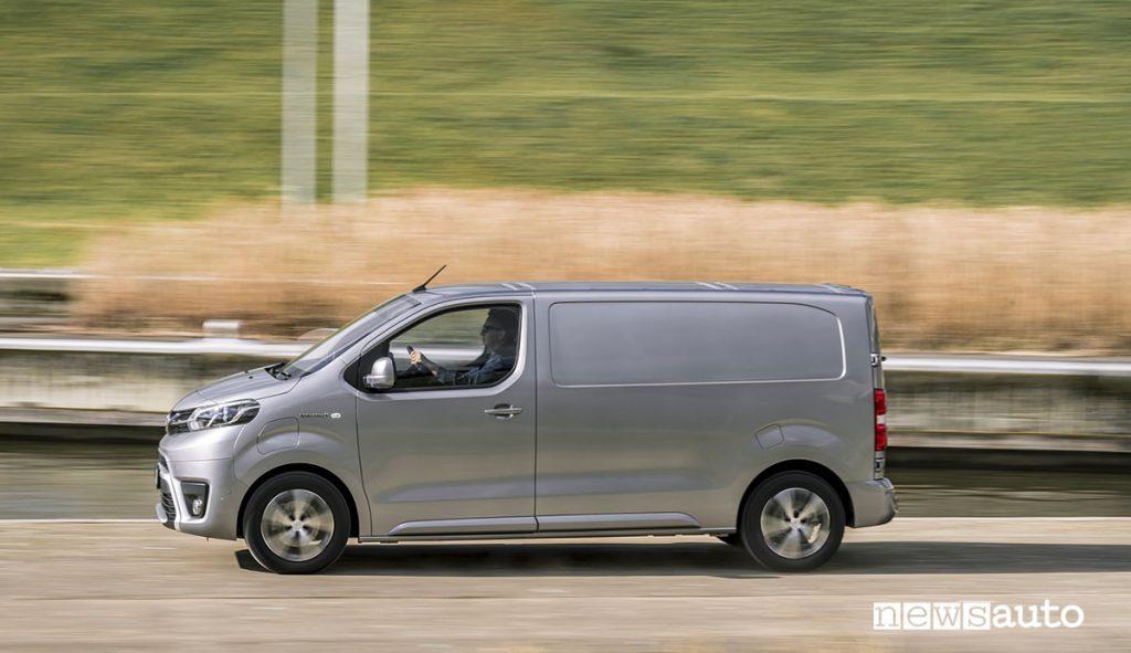 Toyota Proace Electric Van furgone elettrico profilo lato guida