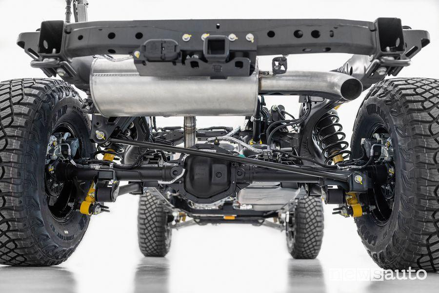 Assale posteriore Dana AdvanTEK con differenziale elettronico bloccabile, freni a disco e tre punti di traino sul telaio Ford Bronco