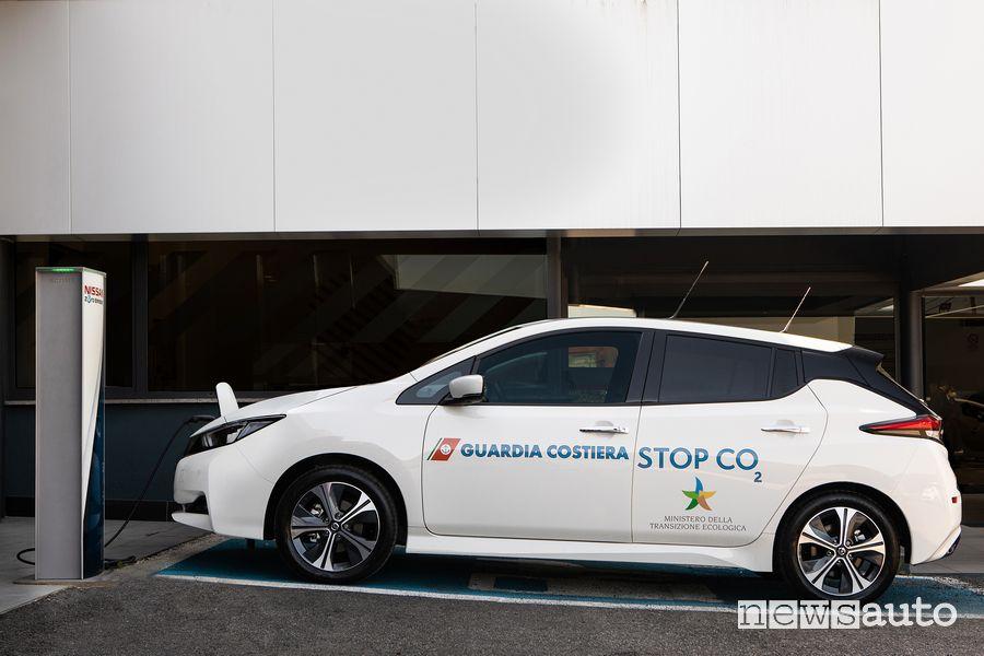 Nissan Leaf della Guardia Costiera in ricarica