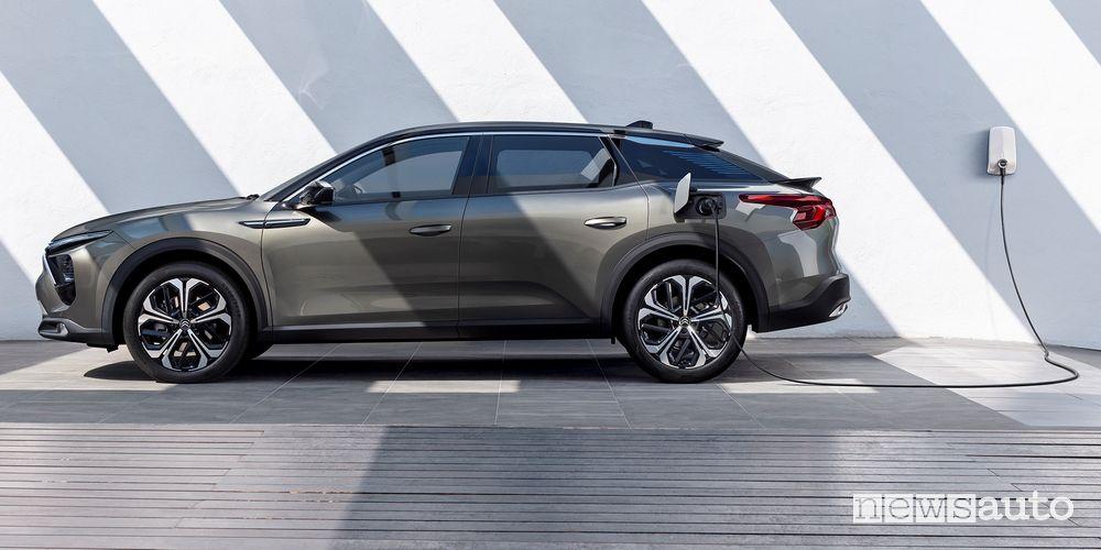 Nuova Citroën C5 X ë-hybrid plug-in in ricarica