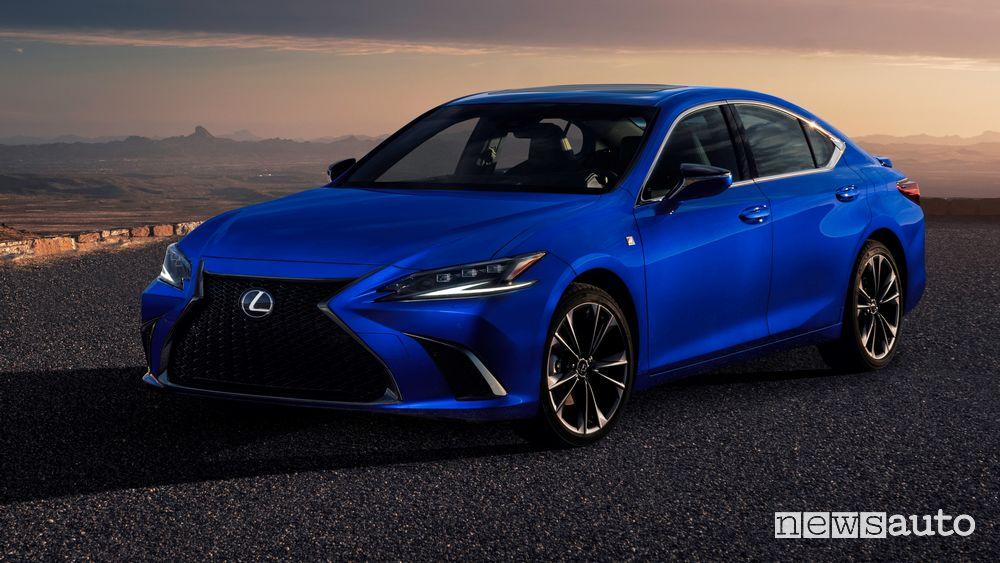 Vista di profilo nuova Lexus ES F-Sport