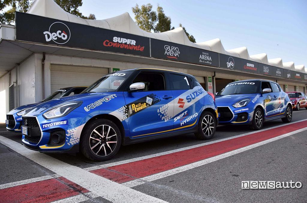 Suzuki Swift Hybrid schierate in pista al Rally Italia Talent 2021