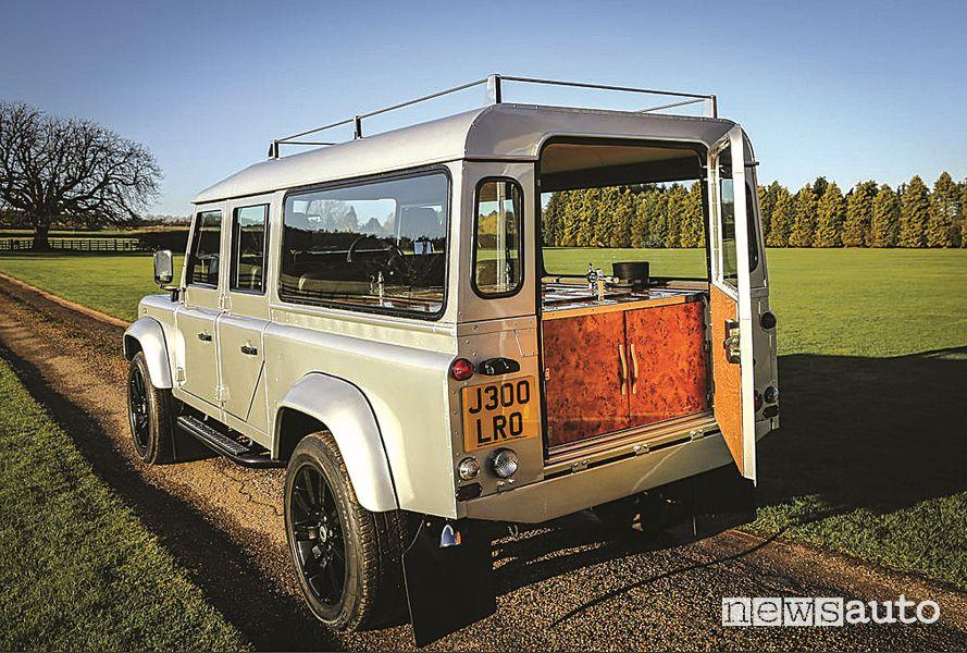 Land Rover Defender 130 trasformato in carro funebre