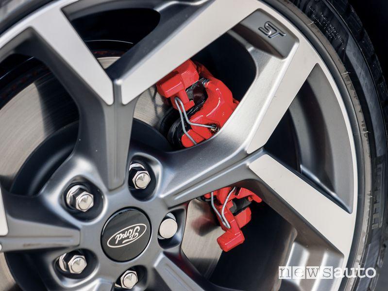 Impianto freni pinze rosse Ford Puma ST in prova