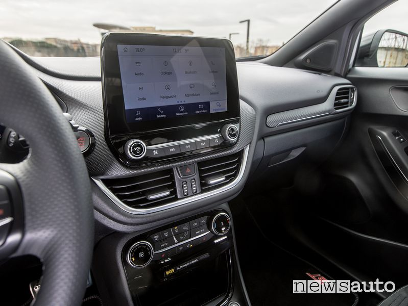 Display infotainment SYNC 3 abitacolo Ford Puma ST in prova