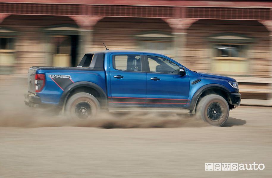 Vista laterale Ford Ranger Raptor Special Edition sullo sterrato