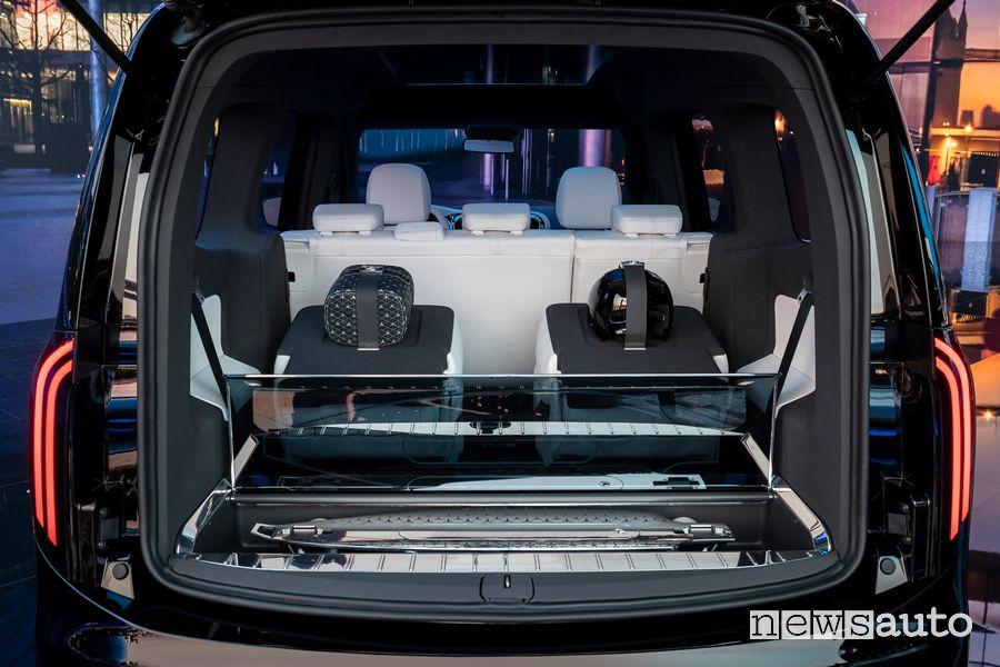 Longboard elettrico integrato nel bagagliaio del Mercedes-EQ Concept EQT